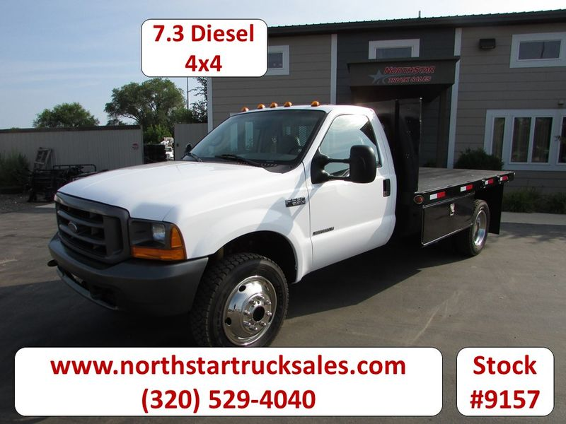 Photo Used 1999 Ford F-550 4x4 Flat Bed Truck