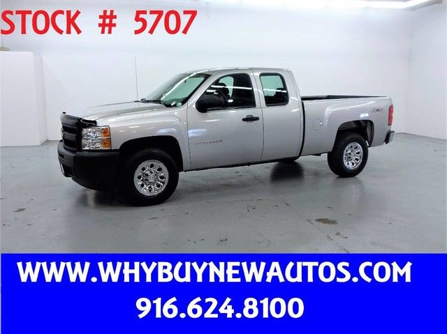 Photo 2011 Chevrolet Silverado 1500  4x4  Extended Cab  Only 32K Miles