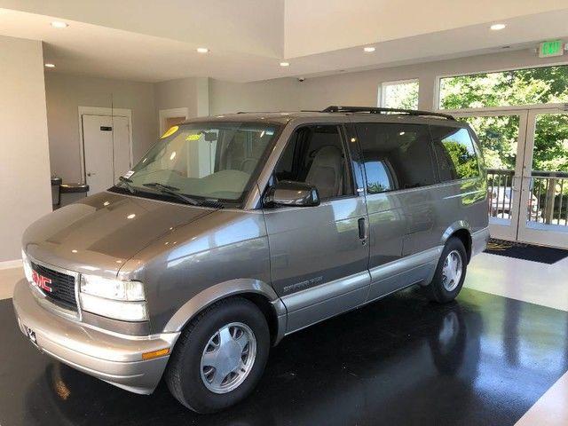 Photo 2001 GMC Safari Passenger Van AWD