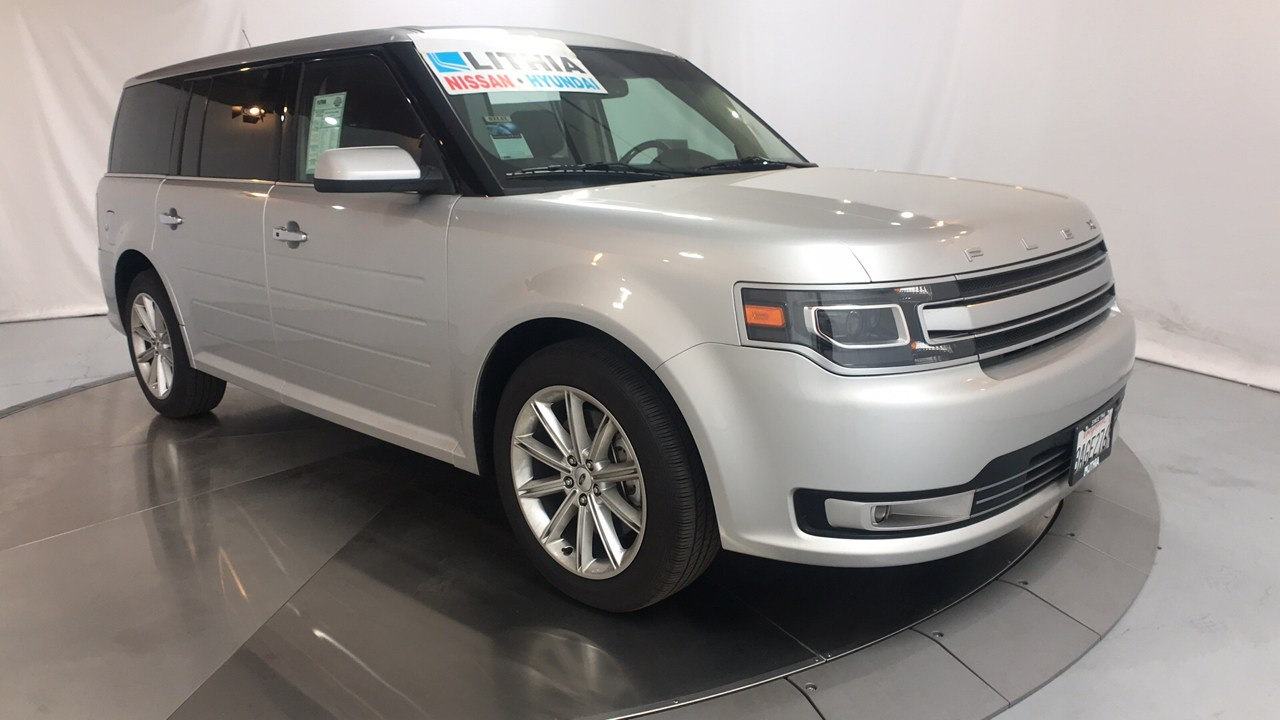 Photo Used 2018 Ford Flex Limited SUV for Sale in Fresno, CA