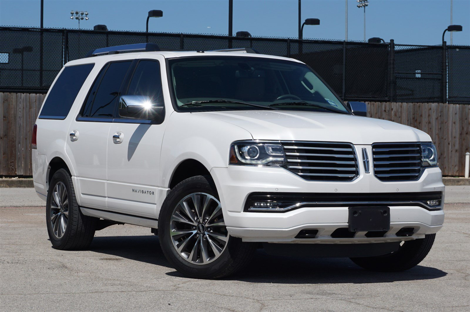 Photo Pre-Owned 2015 Lincoln Navigator 2WD 6 in PlanoDallasFort Worth TX