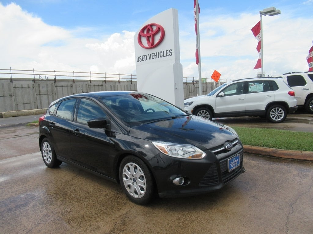 Photo Used 2012 Ford Focus SE Hatchback FWD For Sale in Houston