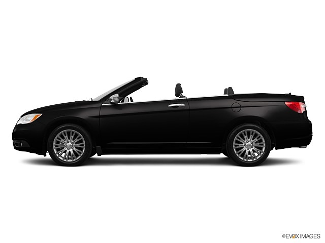Photo Pre-Owned 2013 Chrysler 200 Limited Convertible in Sudbury, MA