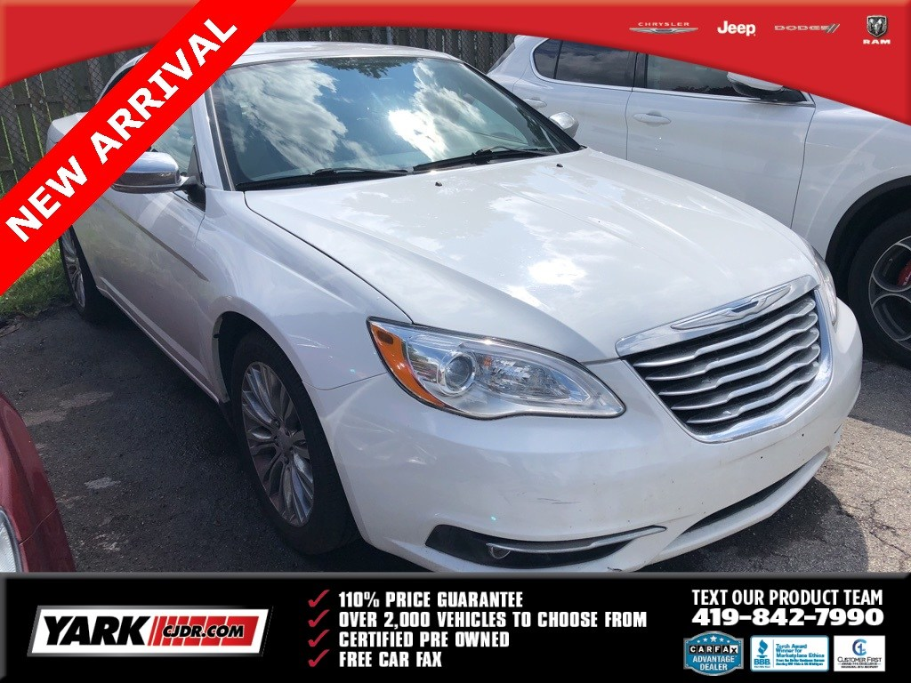 Photo Used 2012 Chrysler 200 Limited Convertible in Toledo