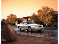 2006 Lincoln Town Car Signature Sedan Rear-wheel Drive