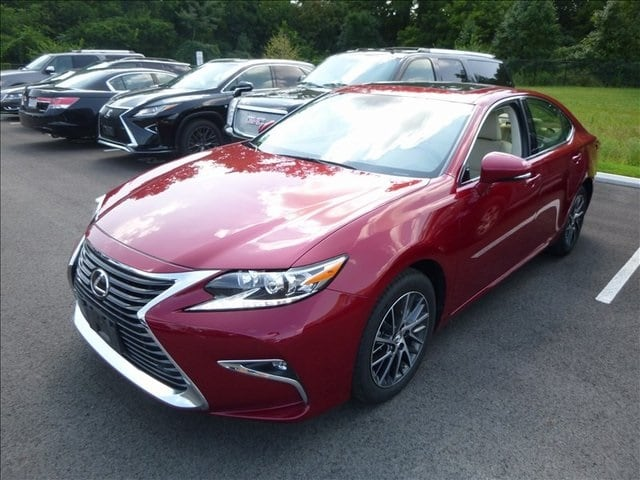Photo Used 2016 LEXUS ES 350 For Sale in Monroe OH