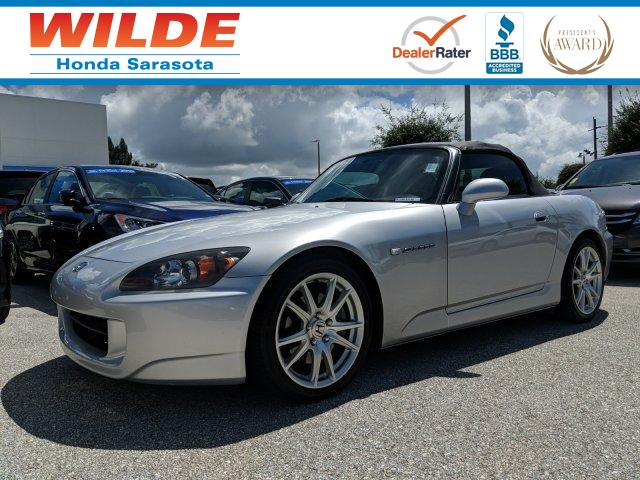 Photo Pre-Owned 2004 Honda S2000 Convertible
