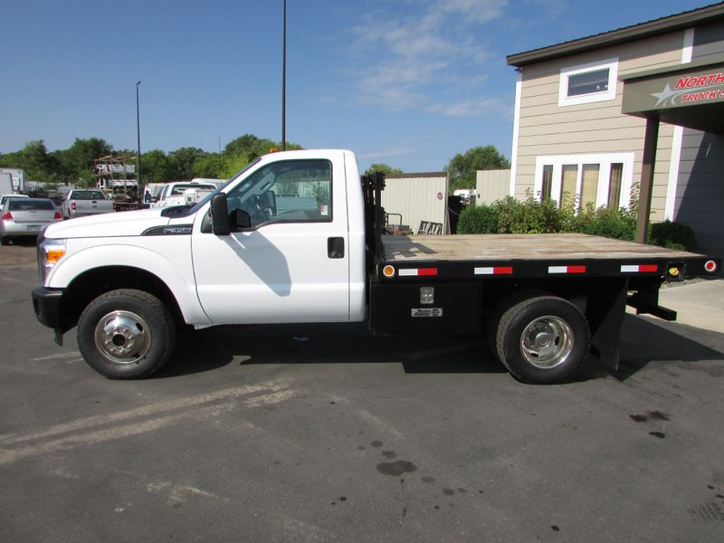Photo Used 2011 Ford F-350 4x4 Flat Bed Truck