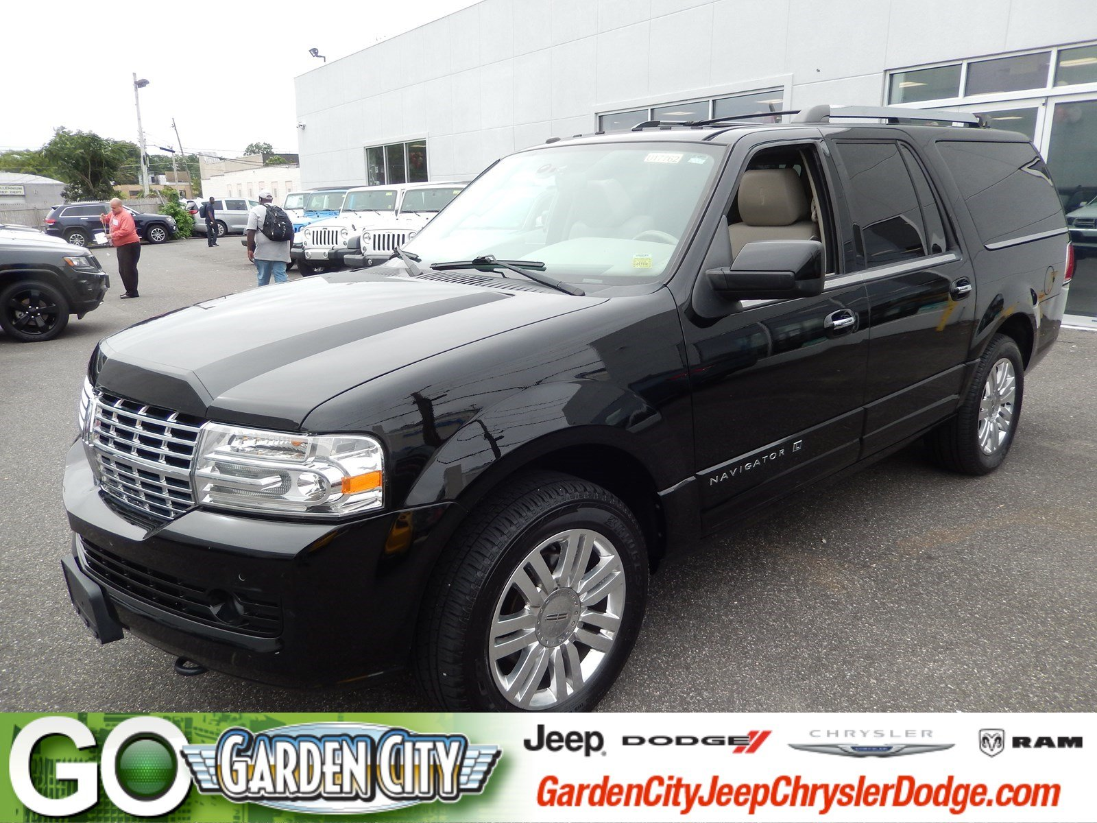 Photo Used 2011 Lincoln Navigator L 4WD For Sale  Hempstead, Long Island, NY