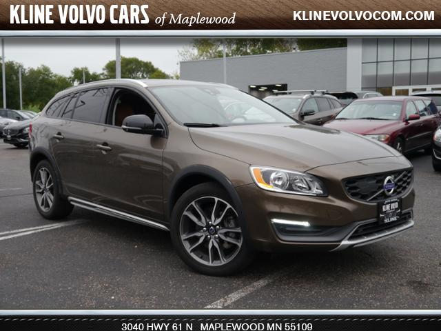 Photo Used 2015 Volvo V60 Cross Country 2015.5 T5 AWD 2.5l 5cyl Wagon For Sale Maplewood, MN
