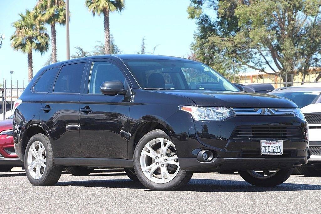 Photo Used 2014 Mitsubishi Outlander SE SUV For Sale Near San Jose, CA