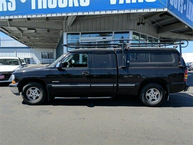 Photo Used 2002 Chevrolet Silverado 1500 LS Pickup