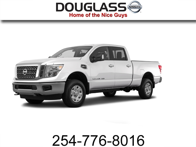 Photo Pre-Owned 2017 Nissan Titan XD SV Gas 4x2 Crew Cab 151.6 in. WB Rear Wheel Drive Standard Bed