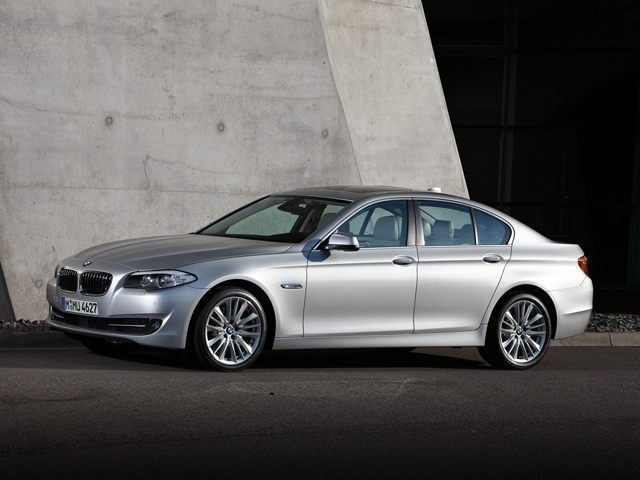 Photo Used 2013 BMW 5 Series 528i xDrive for sale in Fairfax, VA