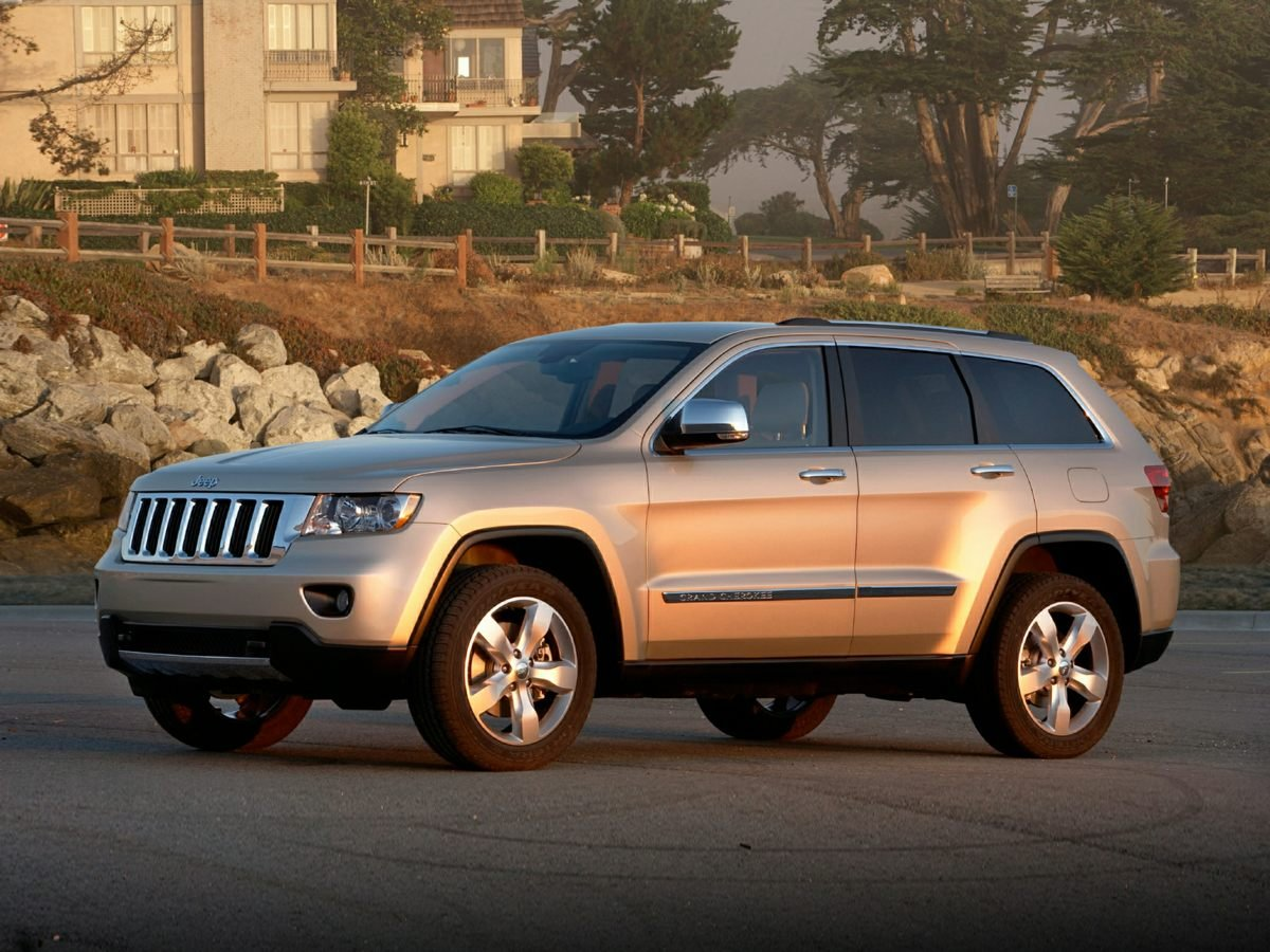 Photo Pre-Owned 2013 Jeep Grand Cherokee Overland 4X4 SUV With Navigation