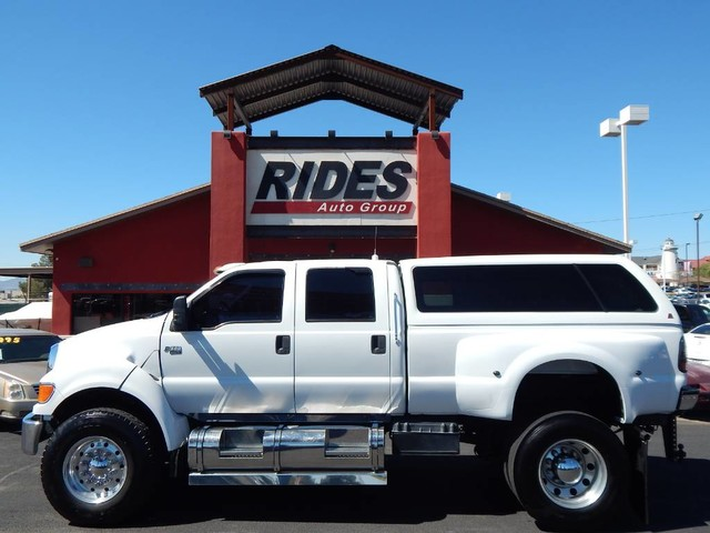 Photo 2006 Ford Super Duty F-650 Straight Frame XLT