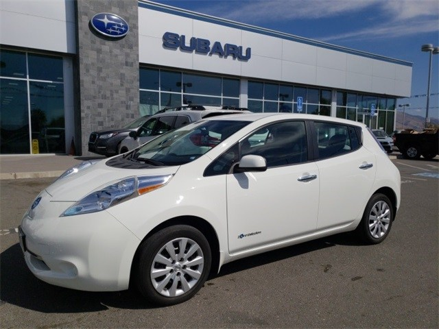 Photo Used 2015 Nissan Leaf SL for sale in Fremont, CA