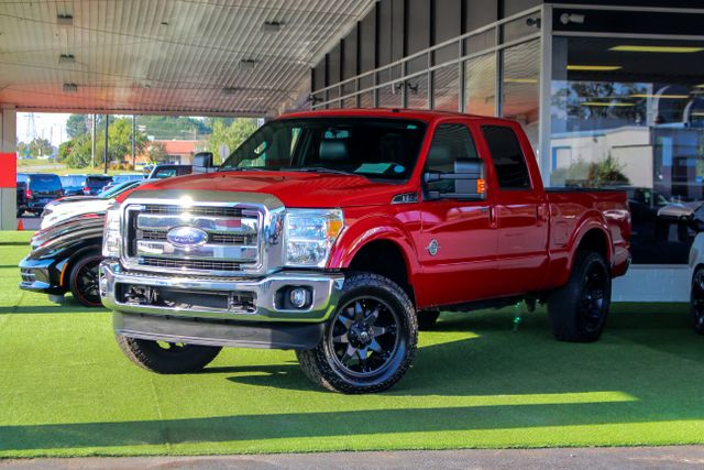 Photo 2015 Ford Super Duty F-250 Pickup Lariat  LIFTED