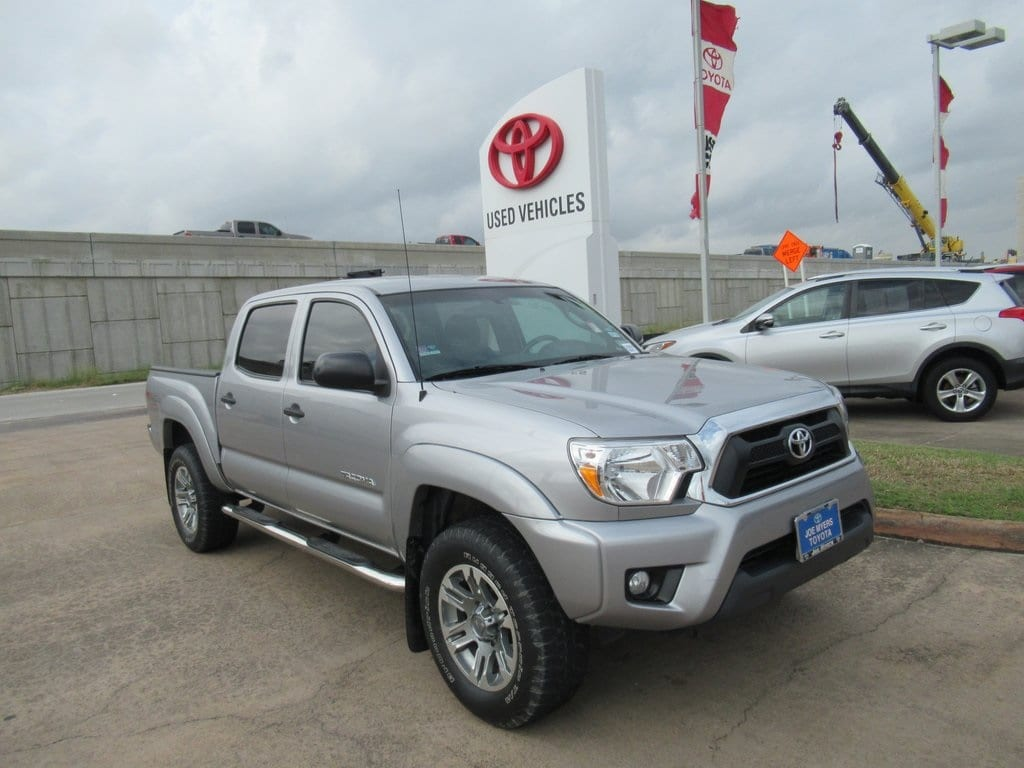 Photo Used 2015 Toyota Tacoma Base Truck 4WD For Sale in Houston