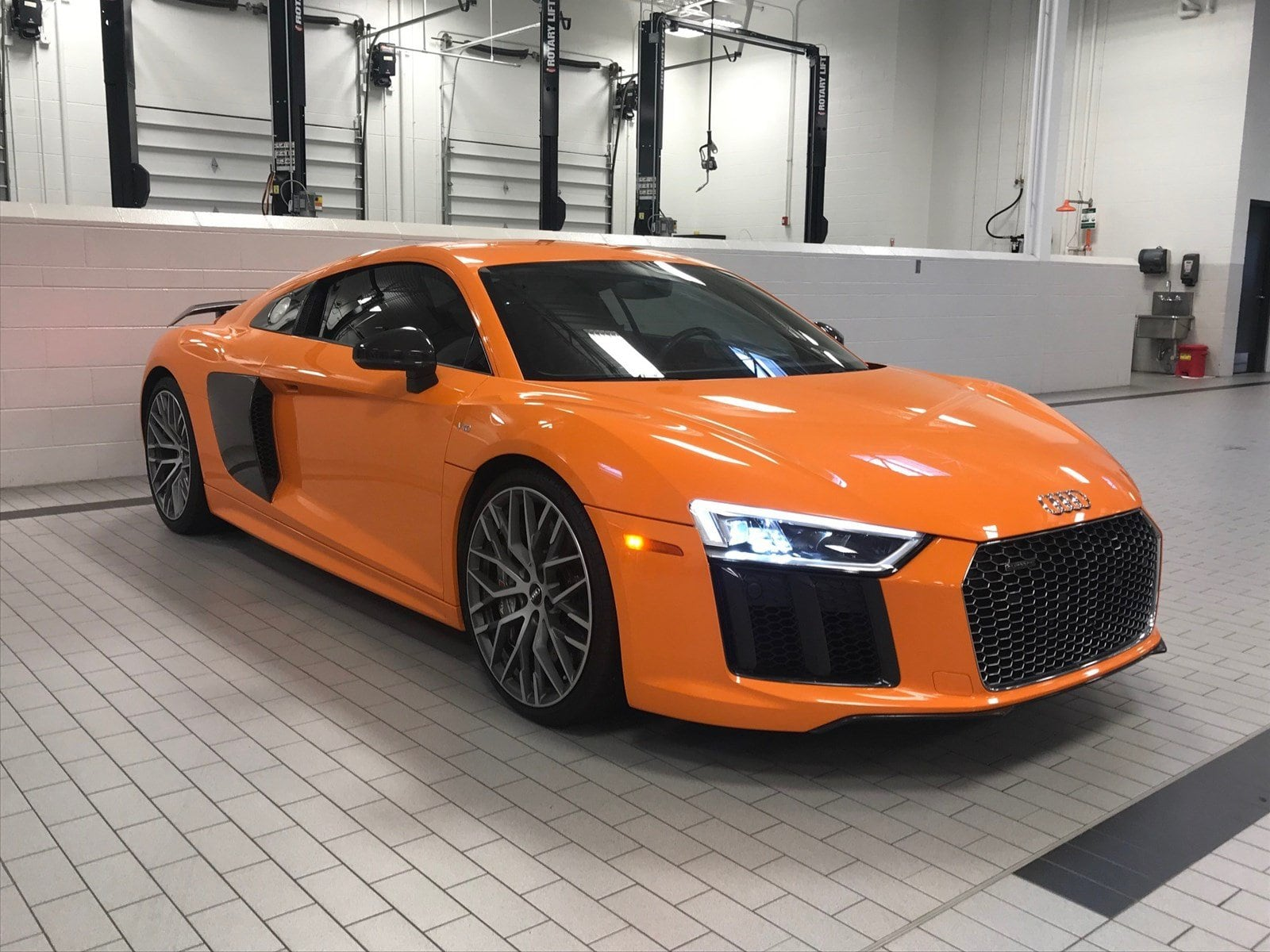 Photo 2017 Audi R8 Coupe V10 plus Coupe in Franklin, TN