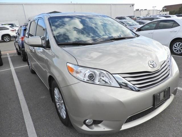 Photo 2015 Toyota Sienna XLE Premium Navigation, Sunroof, Power Liftgate  Van Front-wheel Drive 4-door