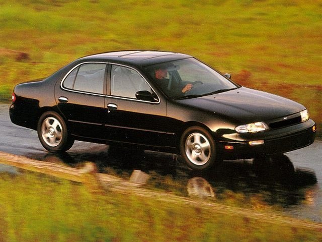 Photo 1995 Nissan Altima in Honolulu