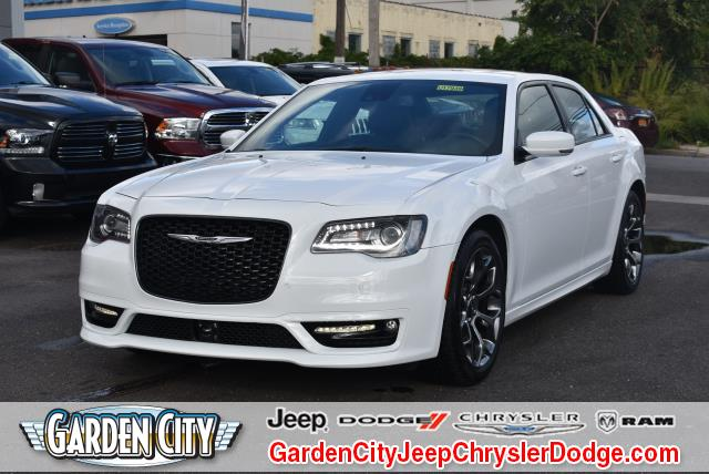 Photo Used 2018 Chrysler 300 300S 300S RWD For Sale  Hempstead, Long Island, NY
