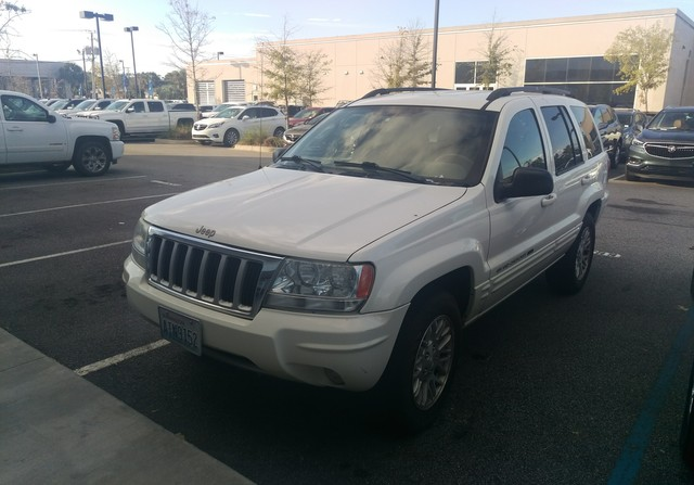 Photo Pre-Owned 2004 Jeep Grand Cherokee Limited Rear Wheel Drive SUV