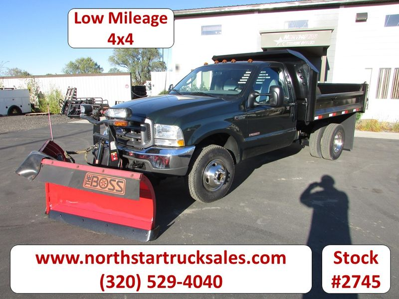 Photo Used 2003 Ford F-350 4x4 Plow Dump Truck