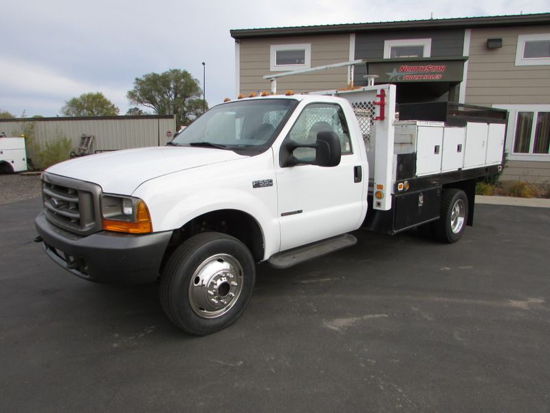 Photo Used 2000 Ford F-550 4x4 Flat-Bed Truck