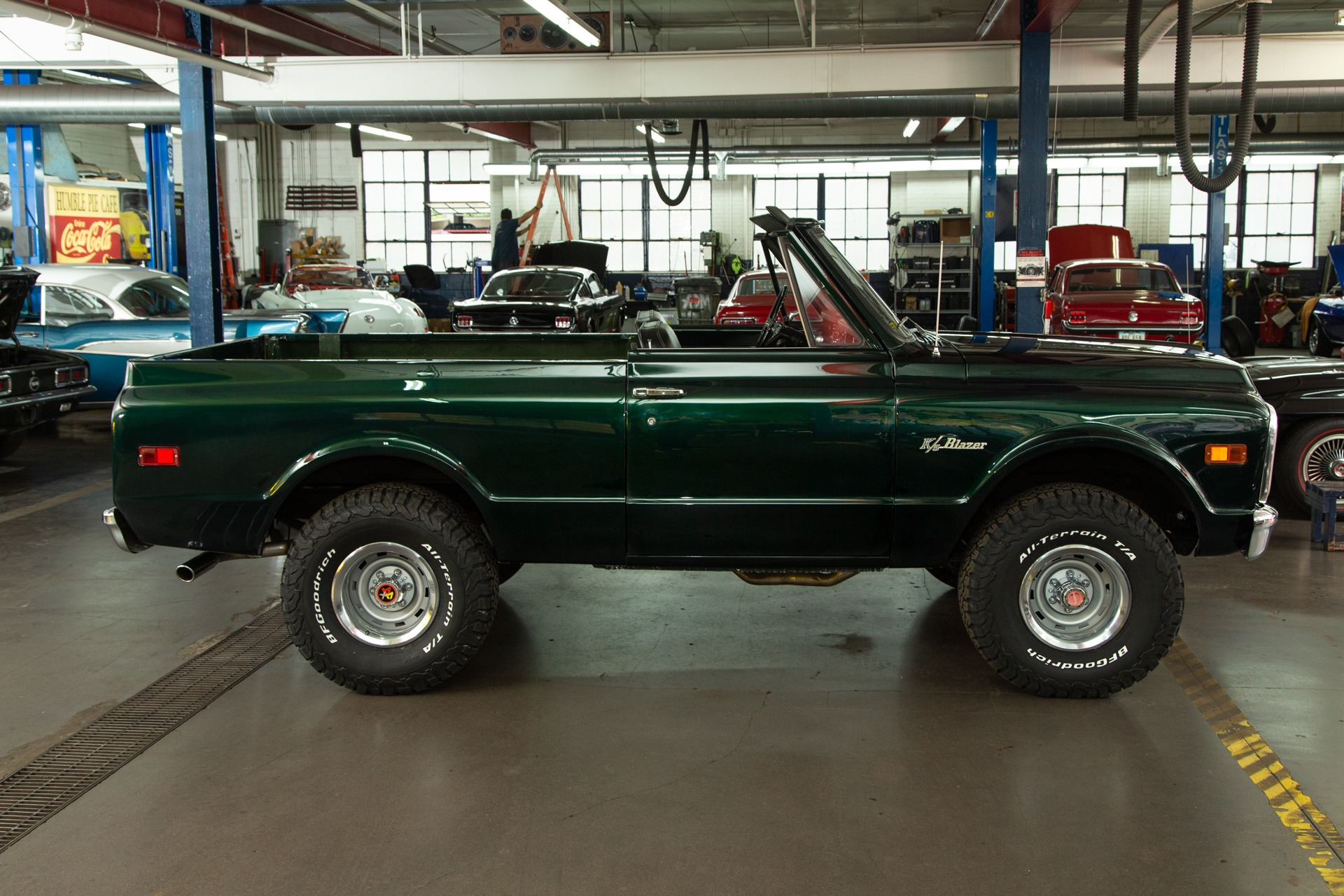 Photo 1969 Chevrolet K5 Blazer Dark Green Metallic 4-speed
