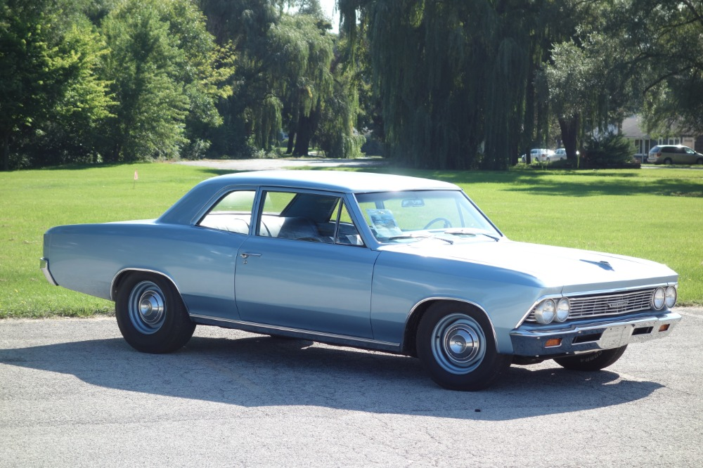 Photo 1966 Chevrolet Chevelle 300 Deluxe-Post Sedan-4 Spd- FROM SOUTH CAROLINA -SEE VIDEO