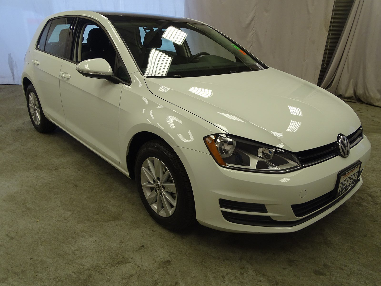 Photo Used 2016 Volkswagen Golf TSI S 4D WSunroof Automatic For Sale in Sunnyvale, CA