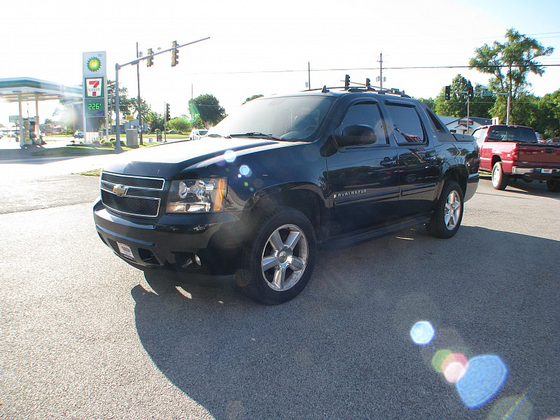 Photo Pre-Owned 2007 Chevrolet Avalanche 4d SUV 4WD LTZ Four Wheel Drive Short Bed