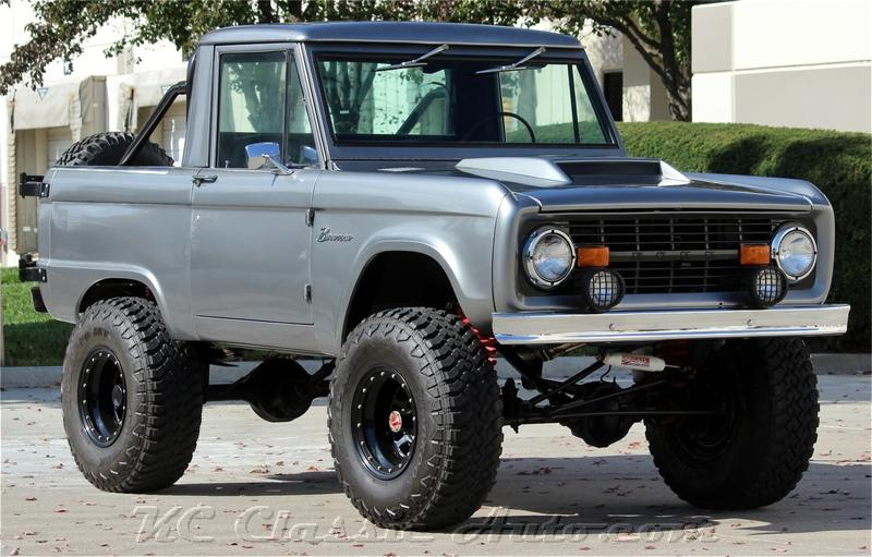 Photo 1974 Ford Bronco Restored and Lifted