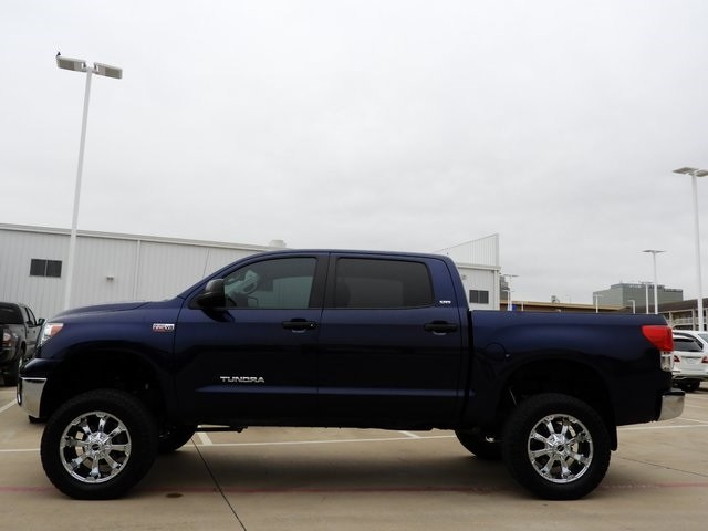 Photo 2013 Toyota Tundra Lifted w Custom Wheels and Tires Truck 4x4 For Sale Serving Dallas Area
