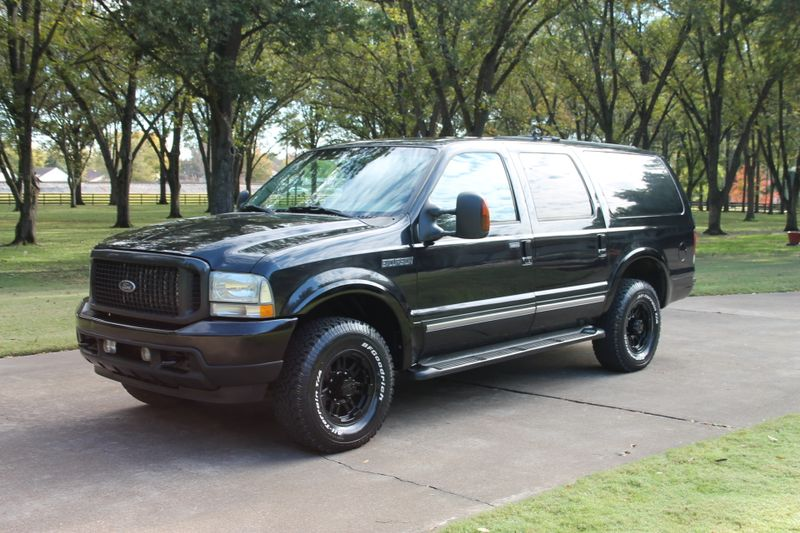 Photo Used 2004 Ford Excursion Limited 4WD