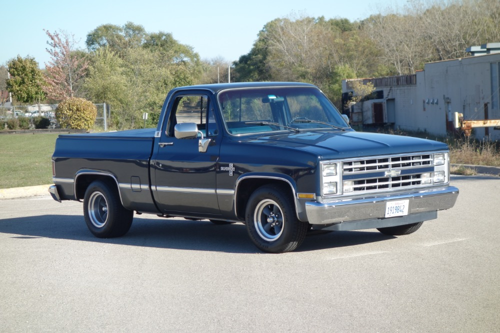 Photo 1986 Chevrolet Silverado -2dr PICK UP TRUCK- CLEAN - SEE VIDEO