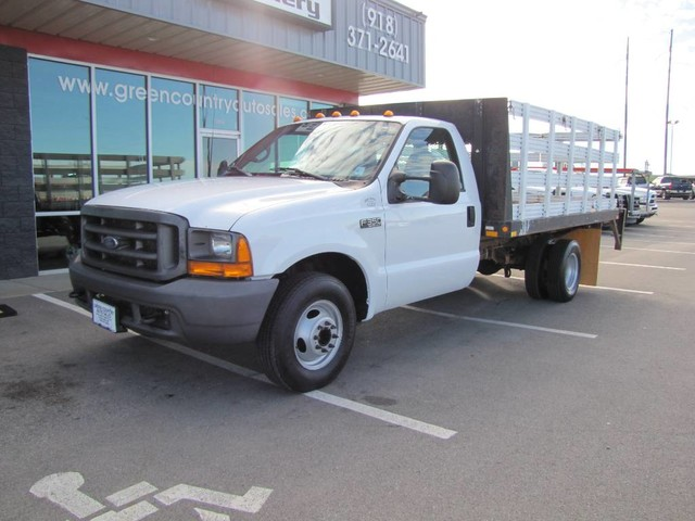 Photo 2000 Ford Super Duty F-350 DRW V10 Stake Flatbed w Lift Gtae XL