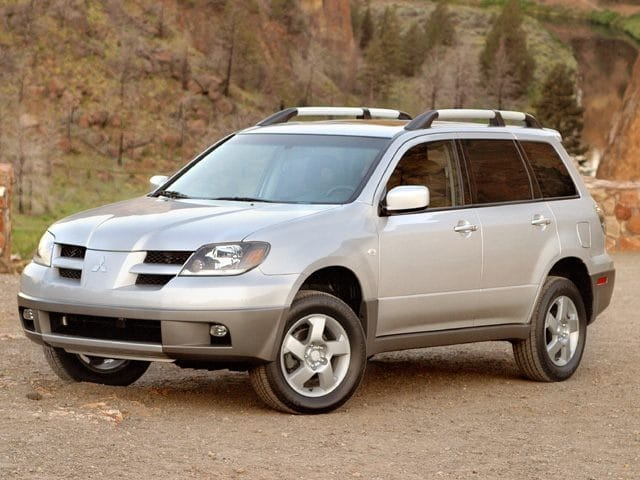 Photo Pre-Owned 2003 Mitsubishi Outlander LS in Schaumburg, IL, Near Palatine