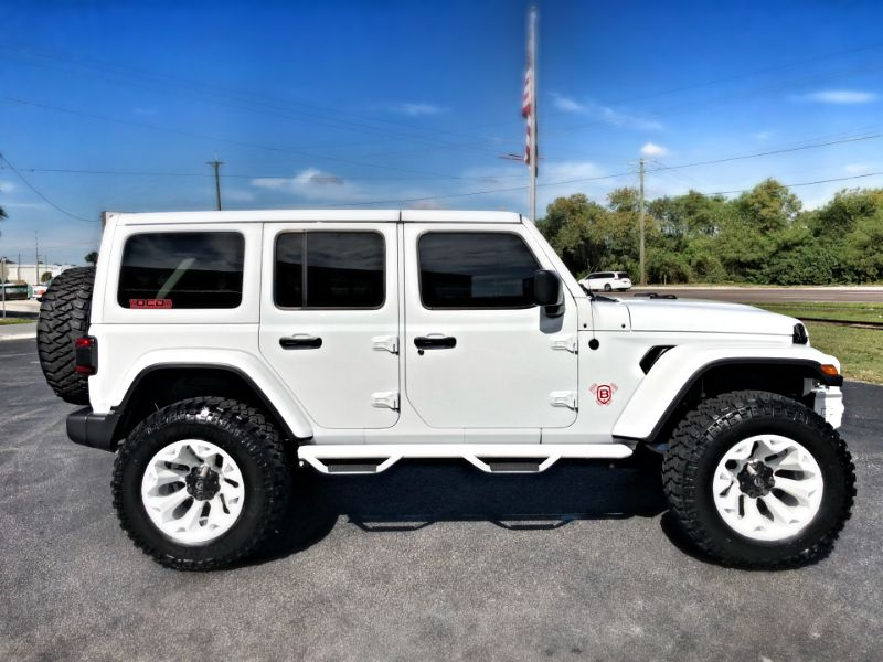 Photo Used 2018 Jeep All-New Wrangler Unlimited HITE AND RED SAHARA CUSTOM LIFTED LEATHER