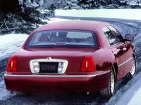 1998 Lincoln Town Car Signature Sedan For Sale in Madison, WI