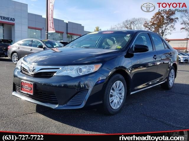 Photo Used 2014 Toyota Camry LE Sedan Front-wheel Drive for Sale in Riverhead, NY