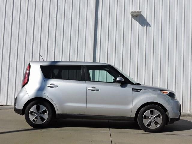 Photo 2016 Kia Soul Base Hatchback Front-wheel Drive For Sale Serving Dallas Area