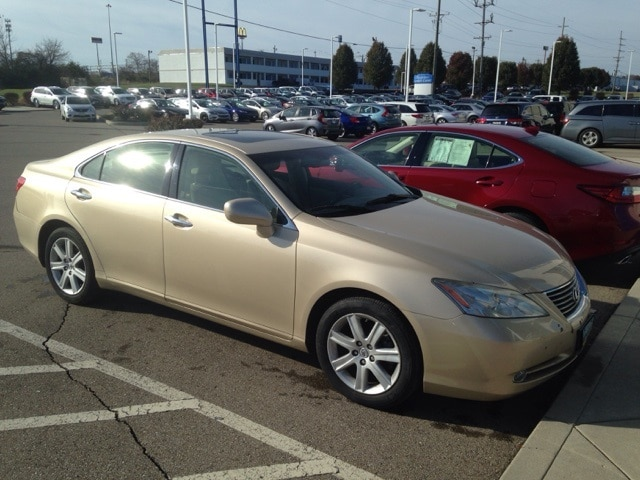 Photo Used 2007 LEXUS ES 350 Base For Sale in Monroe OH
