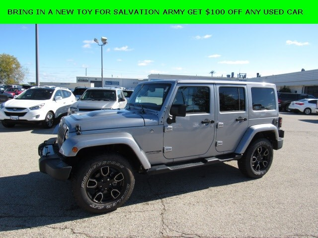Photo 2018 Jeep Wrangler JK Unlimited Sahara 4x4 SUV For Sale in Madison, WI