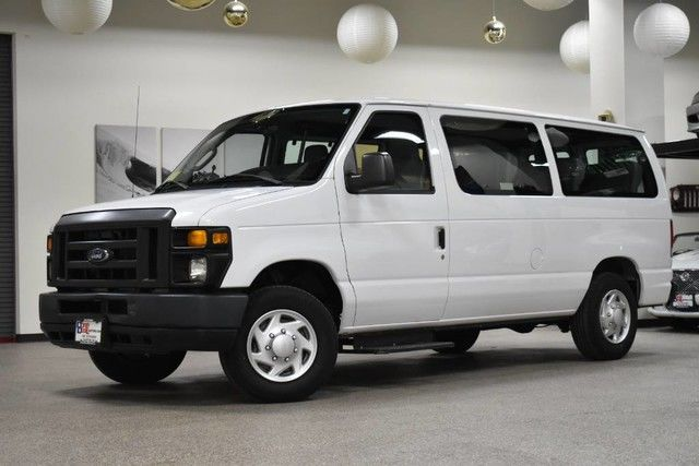 Photo 2013 Ford Econoline E-150 10 Passenger Van