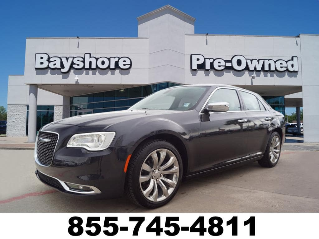 Photo 2018 Chrysler 300 RWD Limited Sedan in Baytown, TX Please call 832-262-9925 for more information.