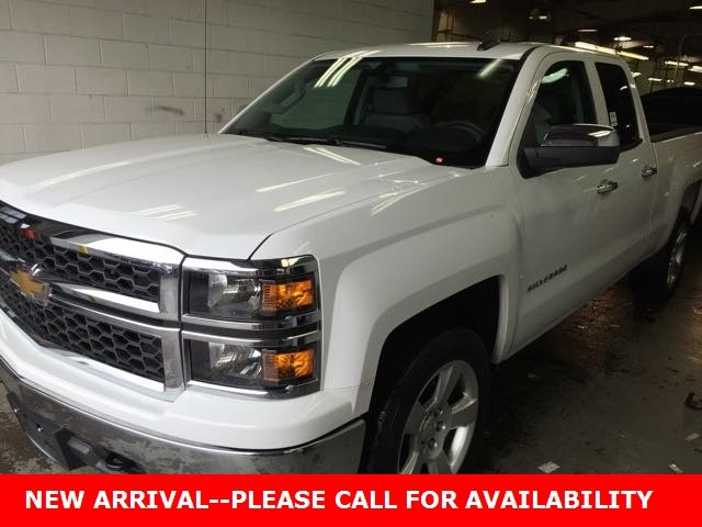 Photo Used 2015 Chevrolet Silverado 1500 LS Truck Double Cab 4WD for Sale in Stow, OH