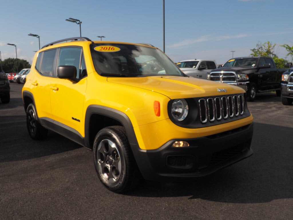 Photo 2016 Jeep Renegade Sport 4x4 Sport SUV in Lewisburg, PA